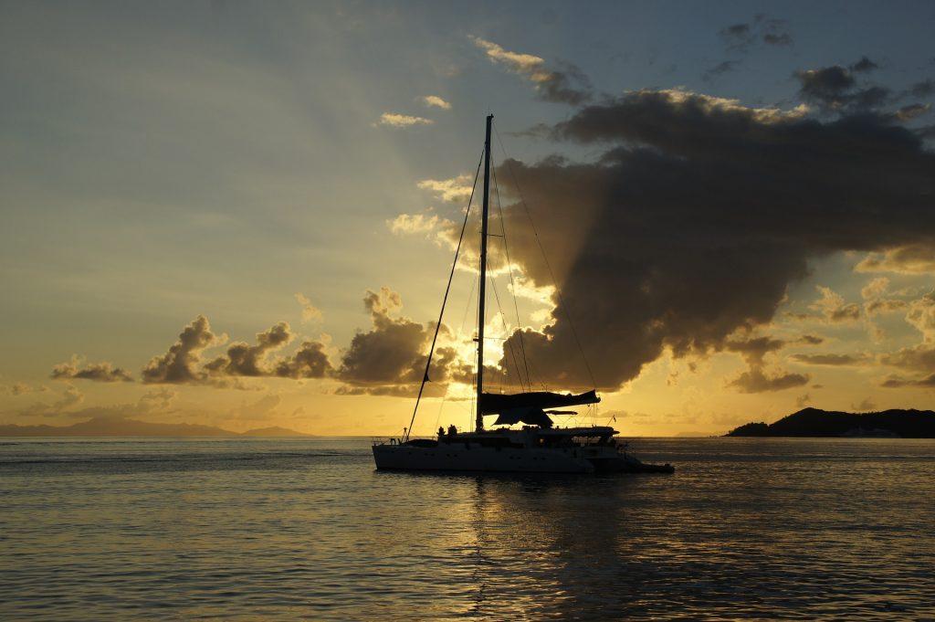 Catamarán en la Ribeira Sacra